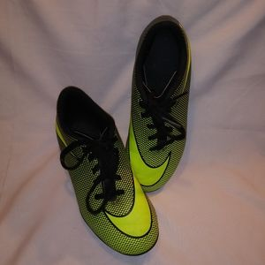 Nike youth cleats size 1.5